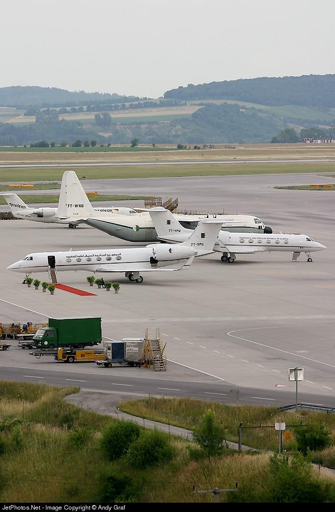 طائرة النقل سى-130 هرقل  CC-130 Hercules 27904_10