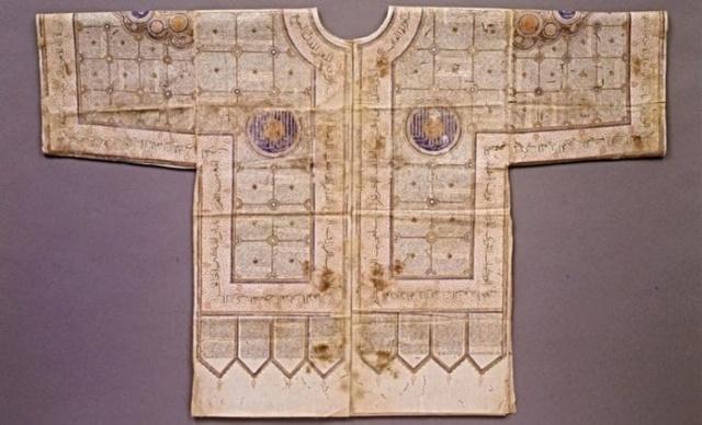 Protection divine : les chemises magiques des anciens guerriers Talism10