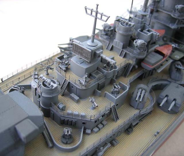 Le Bismarck en maquettes. Bismar11