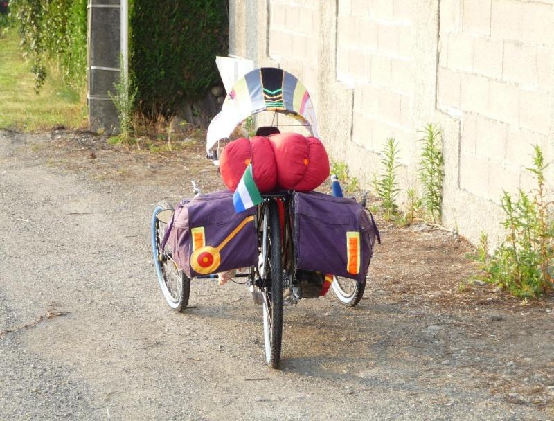 peindre un écarteur de danger en lieu et place sur sacoche de cyclocampeur Ferry_12