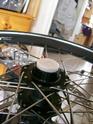 Remplacement des CABOCHONS plastiques des axes de roues avant (trike) 100_1211