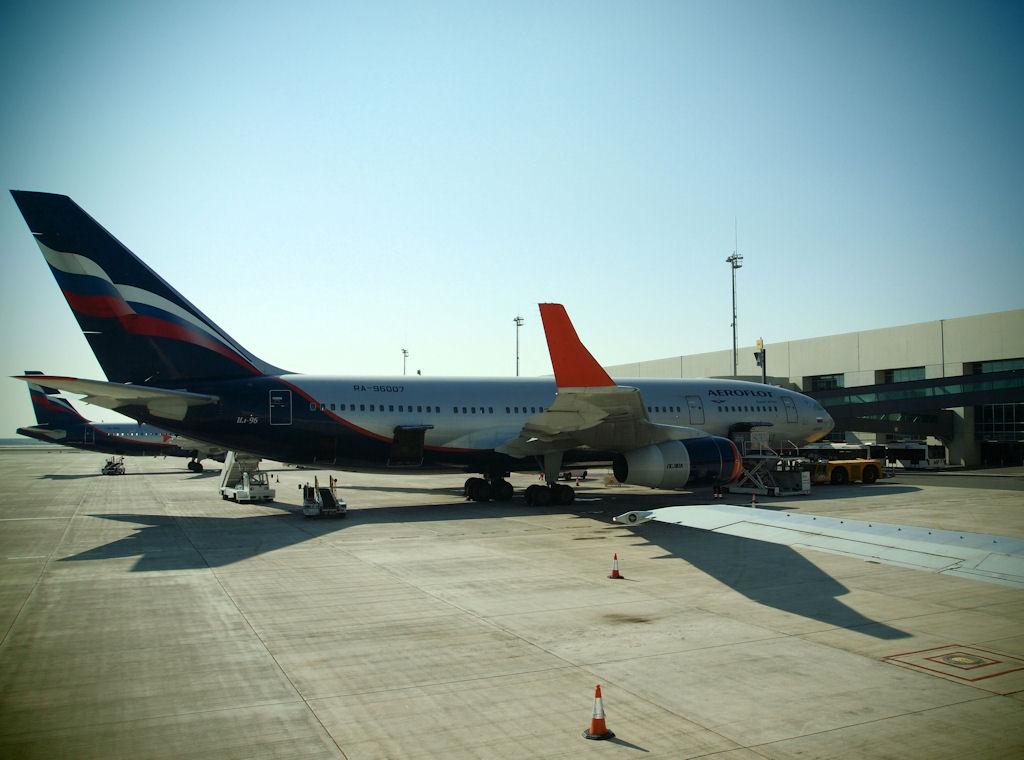 Larnaca - International (LCA / LCLK) Il-9610