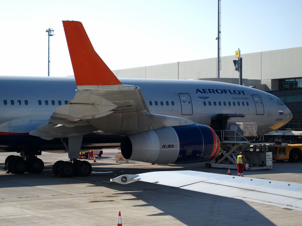 Larnaca - International (LCA / LCLK) Il-96_10