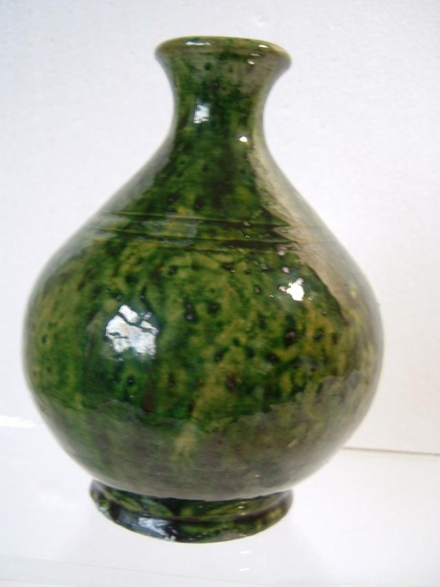 Farnham Pottery (Surrey) 00415