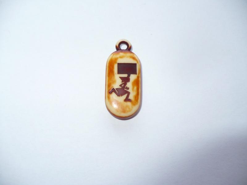 amulette champomy (asterix) 00713