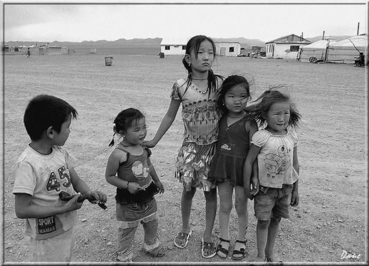 la Mongolie...Village désolé, les enfants , 1_mong23