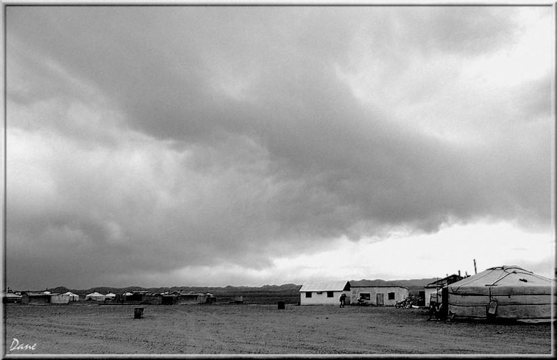 la Mongolie...Village désolé, les enfants , 1_mong24