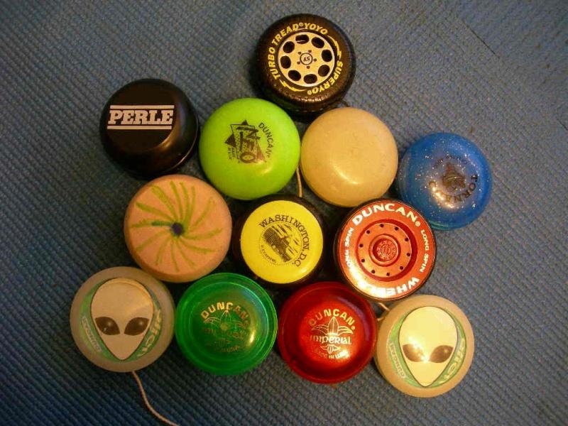 [CONCL. VINTA] ebay 290291936385 - Large collection (12) Yo-Yos - scad. Feb-01-09 20:30:08 PST 12-13010