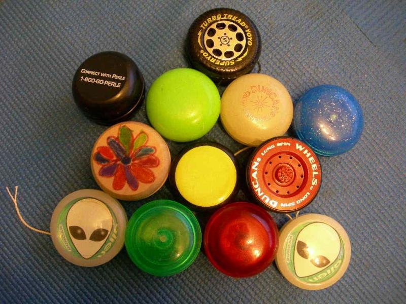 [CONCL. VINTA] ebay 290291936385 - Large collection (12) Yo-Yos - scad. Feb-01-09 20:30:08 PST 12-13011