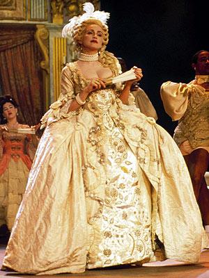 Beyoncé et Madonna en Marie-Antoinette ?  - Page 2 Madonn10