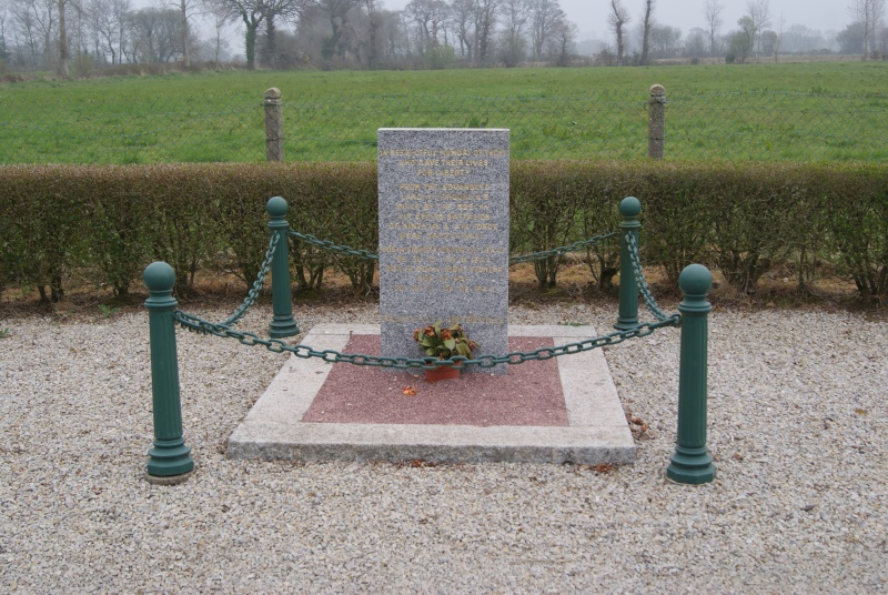 Monument WW2 - Picauville ( Normandie ) Dsc03510