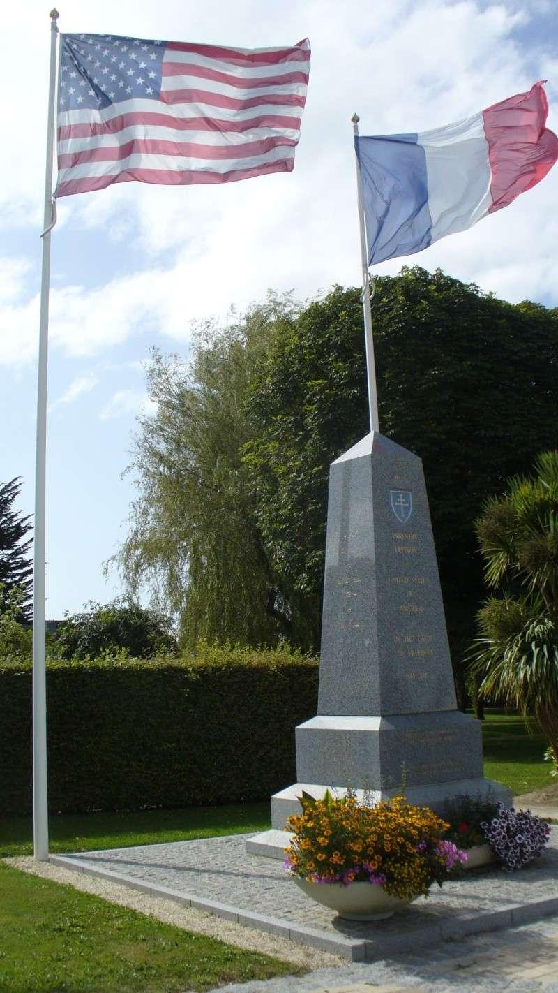 Monument WW2 - La Haye-du-Puits ( Manche - Normandie )  P1080918