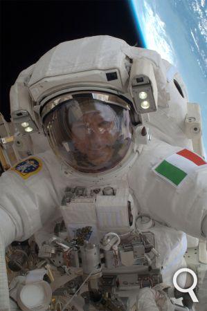 En image : la sortie dans l'espace de l'Italien Luca Parmitano 0573c510