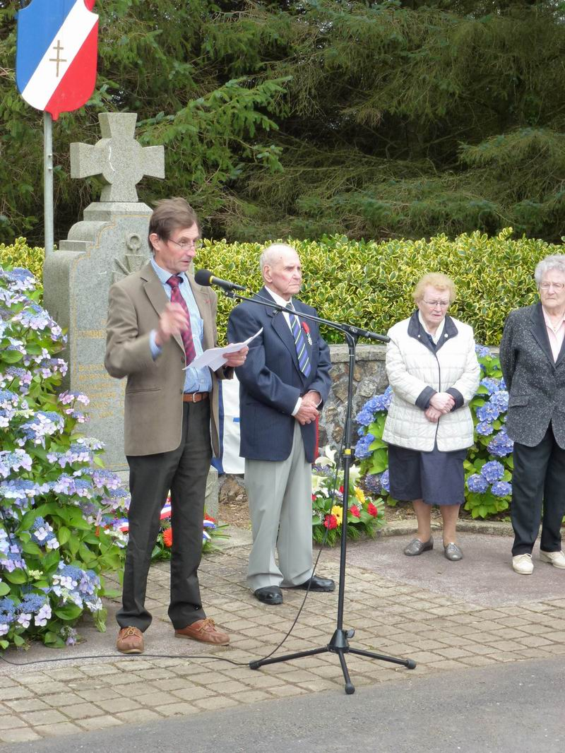 Cérémonie du 16 août 2012 - Remise de la Croix de la Légion d'Honneur à Alexis Creac'hminec P1010120