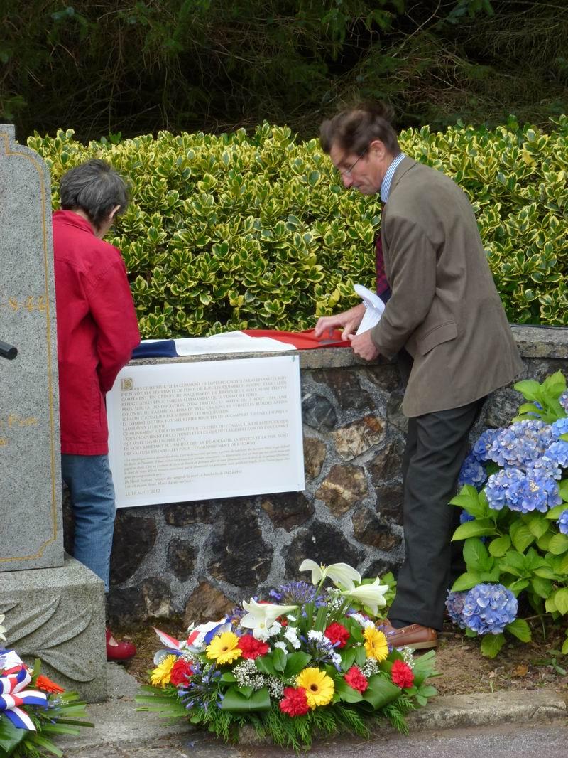 Cérémonie du 16 août 2012 - Remise de la Croix de la Légion d'Honneur à Alexis Creac'hminec P1010121