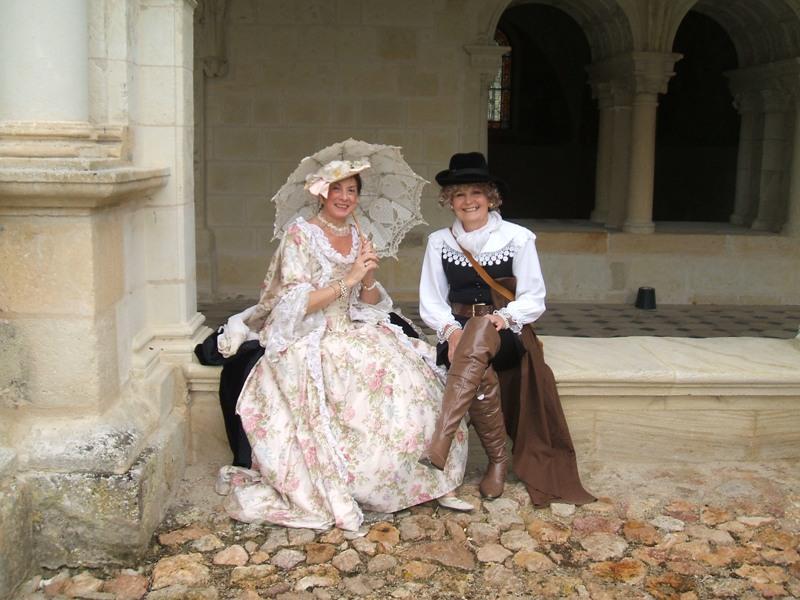 Balade en costume et visite de l'abbaye de Fontevraud 2010 Bal_he10