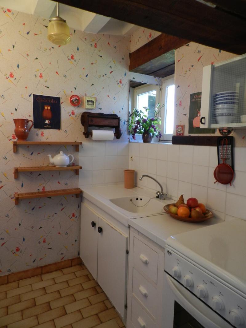 une cuisine étroite dans le gîte Grandv11