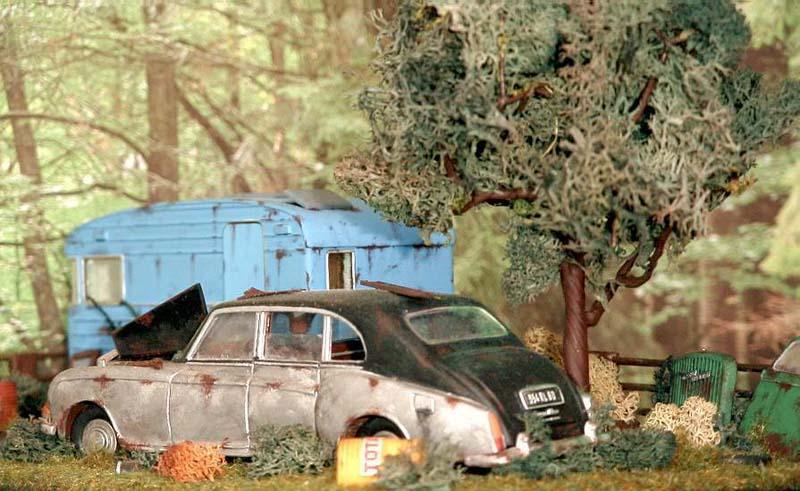 Appel à la nostalgie des épaves automobiles Rolls_10