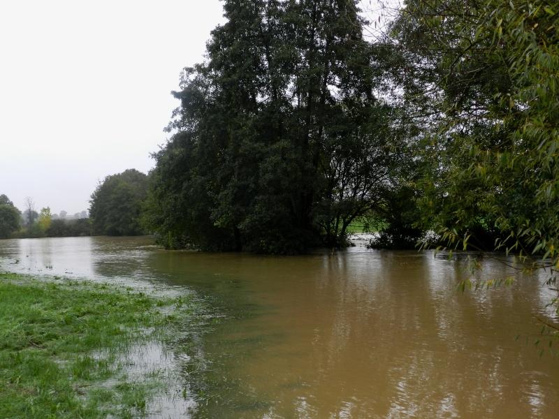 Octobre 2012, la rivière sort franchement de son lit Vauvar27
