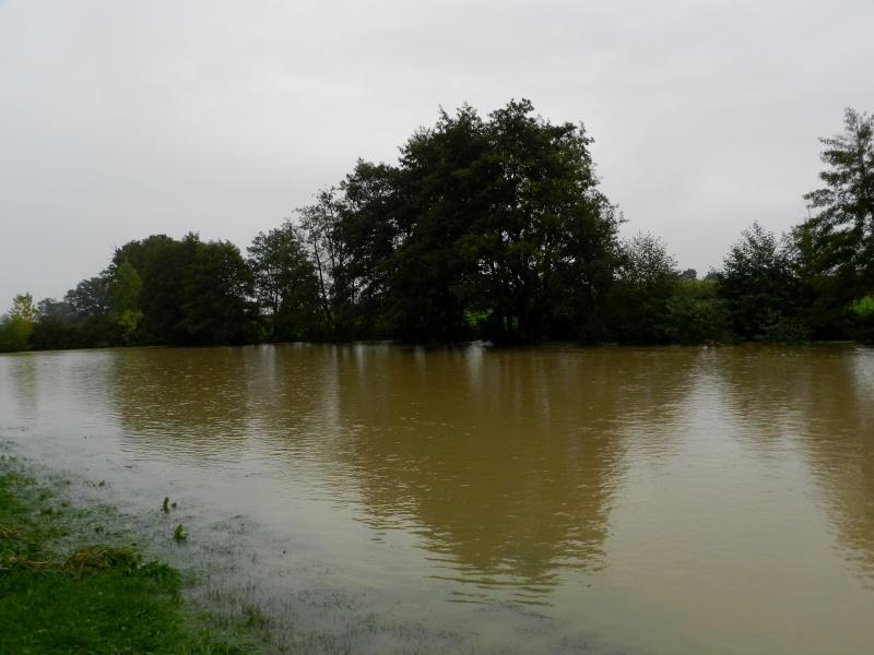 Octobre 2012, la rivière sort franchement de son lit Vauvar29