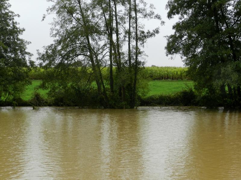 Octobre 2012, la rivière sort franchement de son lit Vauvar30