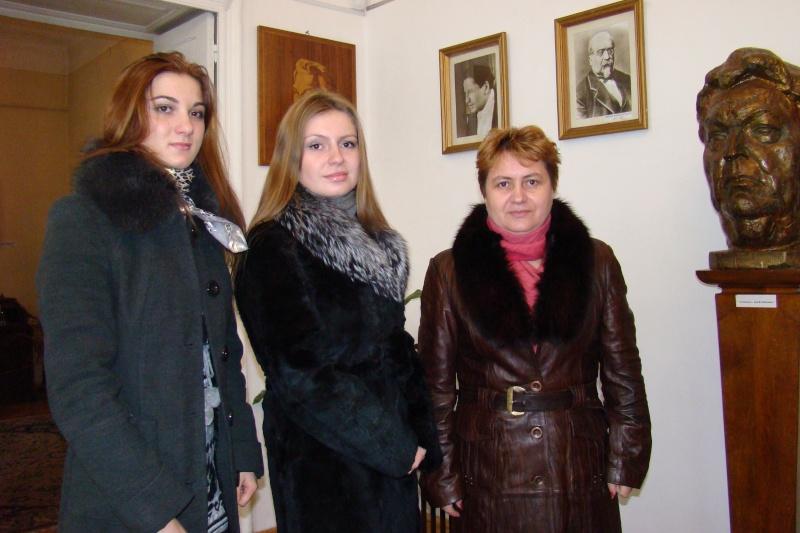 22 Ianuarie 2011-Sedinta a IX a A Cenaclului U.P.-Prin Iasi cu Veronica si Eminescu- Cenacl16
