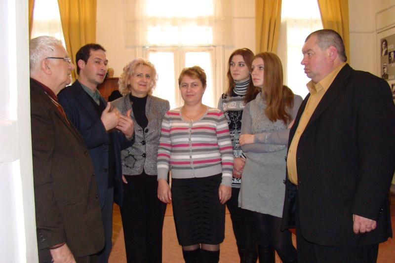 22 Ianuarie 2011-Sedinta a IX a A Cenaclului U.P.-Prin Iasi cu Veronica si Eminescu- Cenacl17