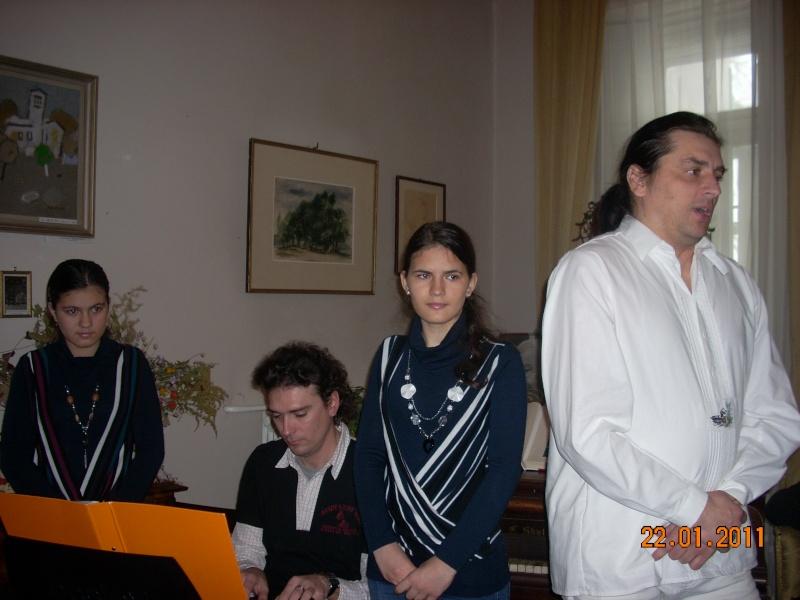22 Ianuarie 2011-Sedinta a IX a A Cenaclului U.P.-Prin Iasi cu Veronica si Eminescu- Cenacl22