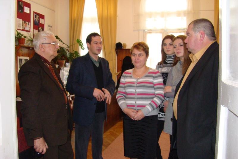 "Intalnire cu membri ai Societatii pentru Cultura Romaneasca ""Mihai Eminescu"" din regiunea Cernauti si cu alti romani basarabeni Cenacl37"