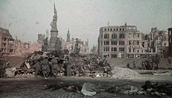 Destruction de Dresde  13-14 février 1945  (2012) A110