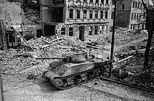 Objectif Vienne 1945   (2012) Sherma55