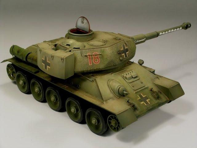 Le T34-85 Beute a canon 8.8cm allemand  (2012) T34_8810