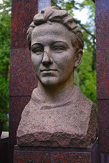 Zoya Kosmodemyanskaya,Heroine et martyre russe (2012) Zoya_k10