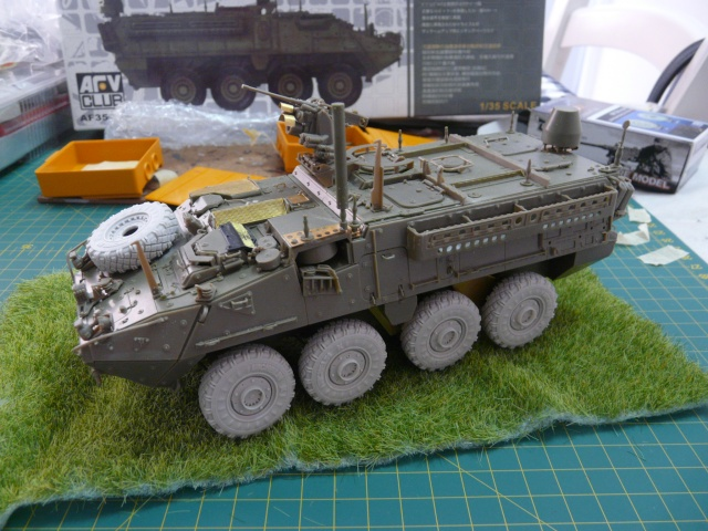 M1130 Stryter Commmand Venicle  1-35 scale - Page 2 P1050017