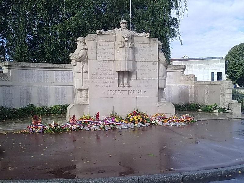 [Histoires et Histoire] Monuments aux morts originaux Français Tome 1 - Page 6 Photo014
