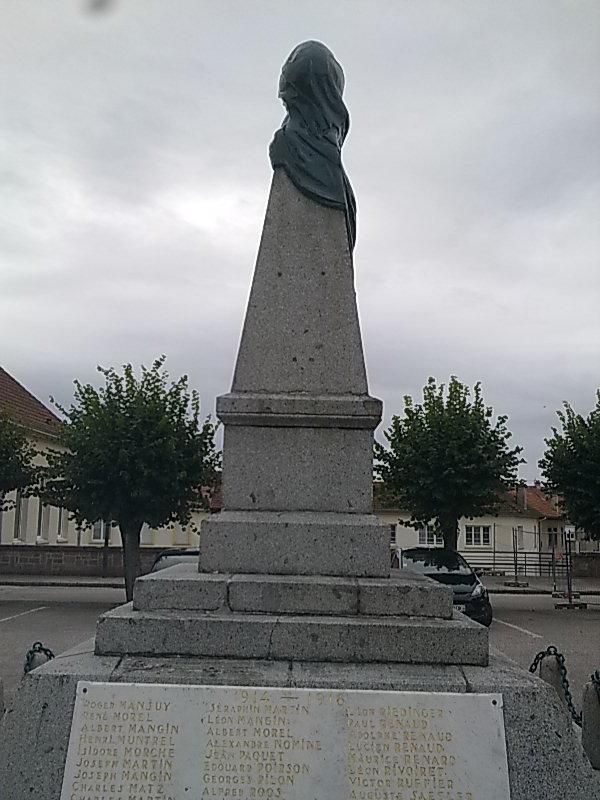[Histoires et Histoire] Monuments aux morts originaux Français Tome 1 - Page 6 Photo020