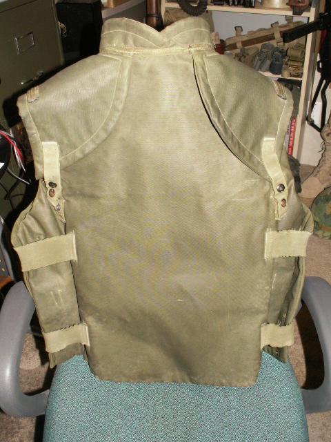Frag Vest - UN Display Back10