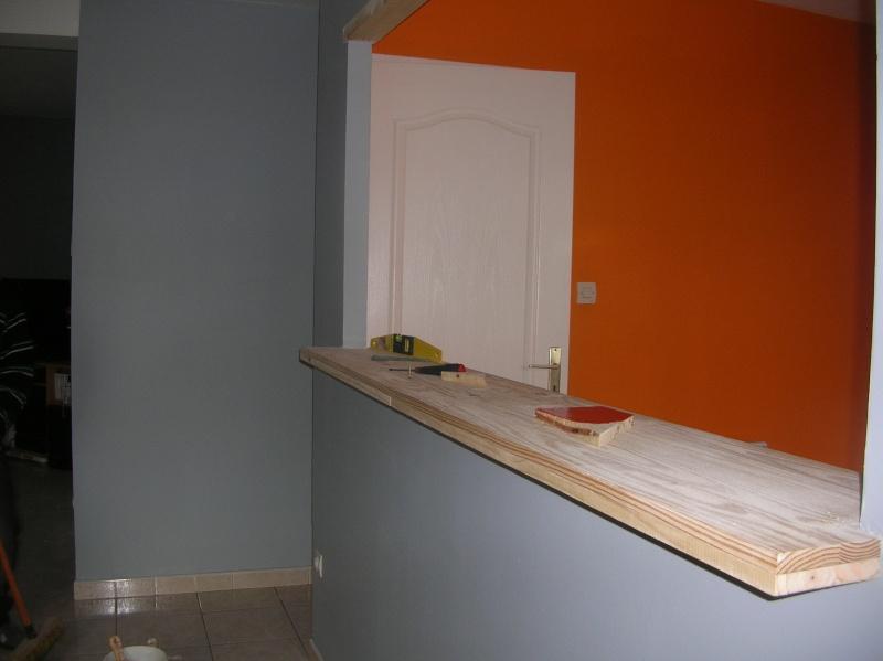 Comment harmoniser la decoration(couleur des objets)avec une cuisine(peinte orange) ouverte sur le séjour(peinture grise) svp? Dscn0620