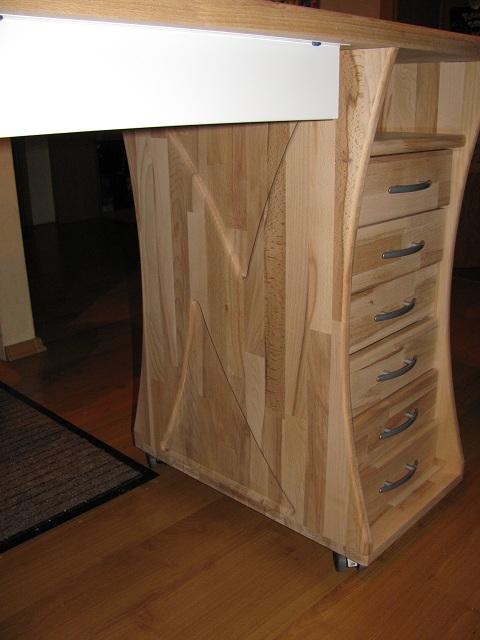 Kein Modell, eher Möbelstück Tisch810