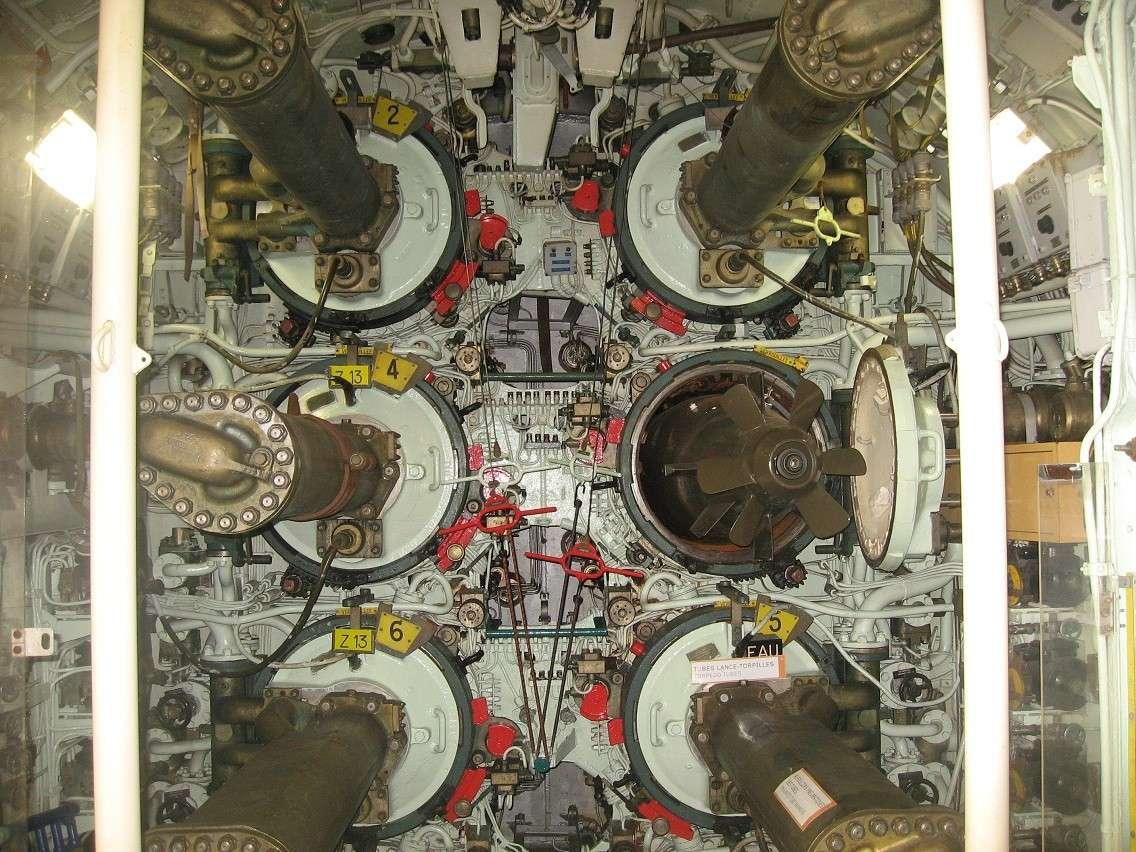 [Les Musées en rapport avec la Marine] Sous-Marin  Flore - Page 10 028b12