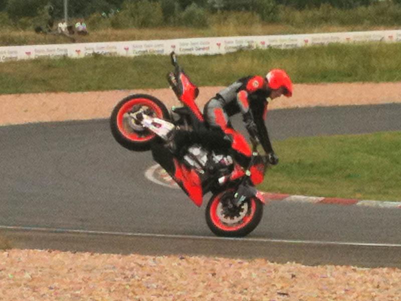 La grosse fête de la moto au circuit Carole 10 et 11 juillet - Page 2 Img_0013
