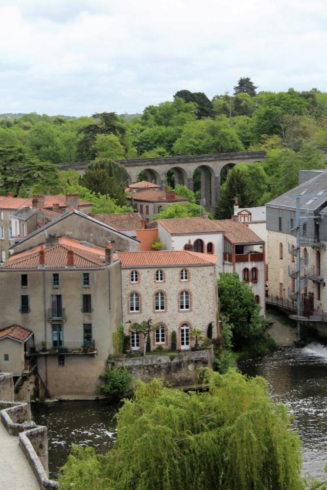 Clisson (Loire-Atlantique / 44). Img_4015