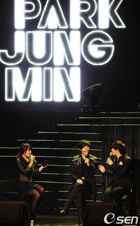 [photos] Hyung Jun at Jung Min's FanMeeting (22-1-2011) 16537810