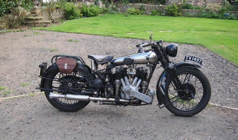 Les plus beaux V-Twins anglais, on peut les foutre ici 1930-b10