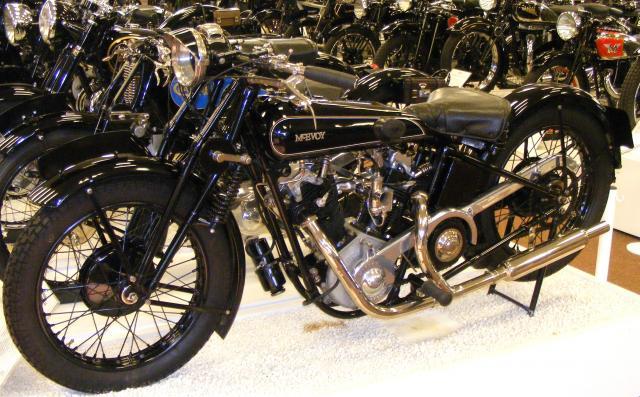 Les plus beaux V-Twins anglais, on peut les foutre ici - Page 2 Motorc17