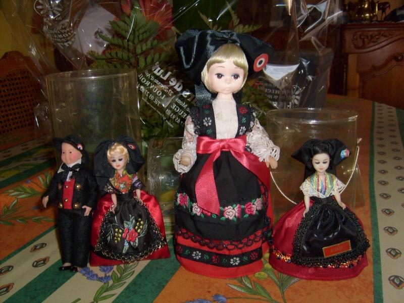 j'ai 134 poupées régionales dans leurs boites - Page 2 S6300137