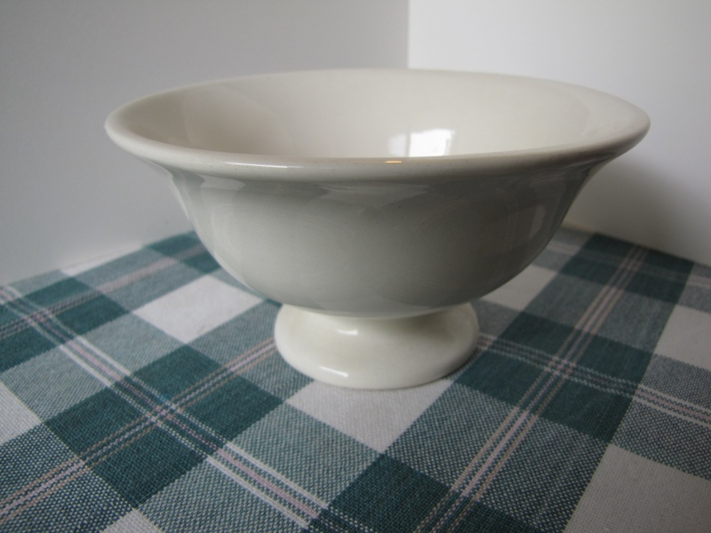 Footed bowl 2058 CL? White_10