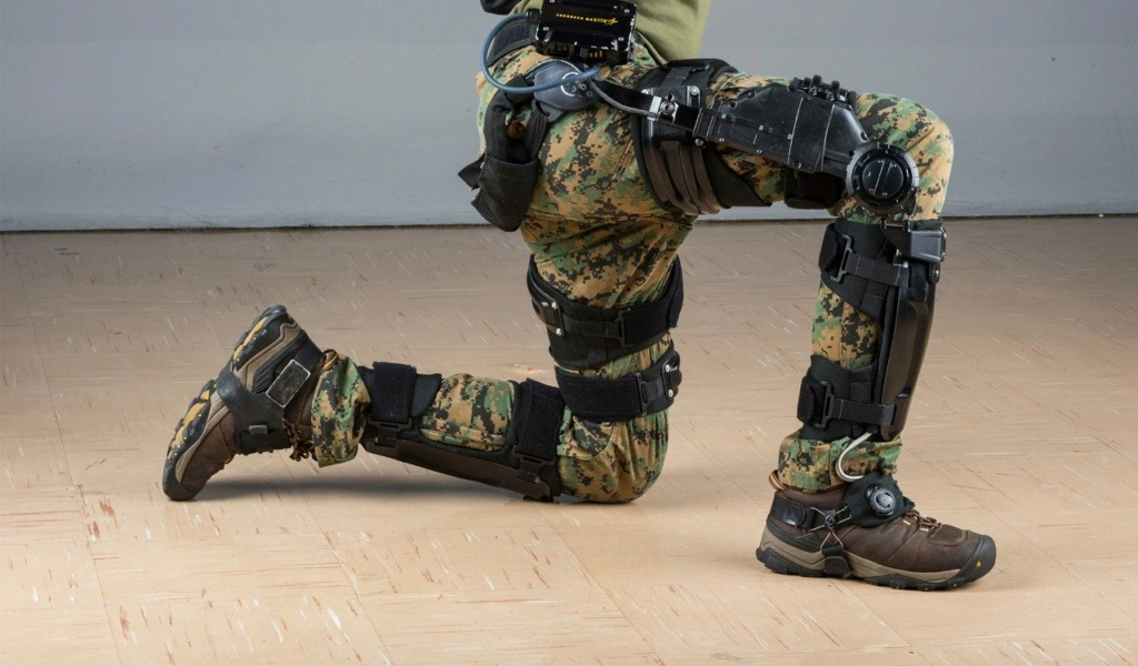 industrie d'armement russe  - Page 9 Exoske10