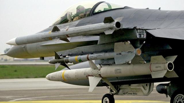 F-16 around the world - Page 33 F-16-a10