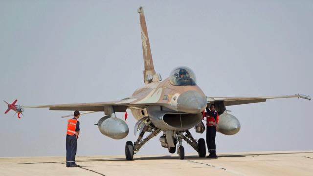 F-16 around the world - Page 33 F-16a-10
